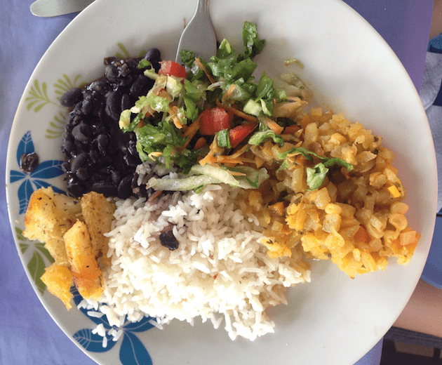 costa-rica-casado-lunch-food