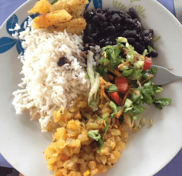 costa-rica-gallo-pinto-student-trip-food