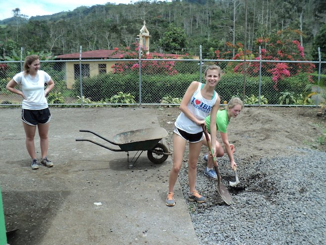 costa-rica-school-trip-service-project