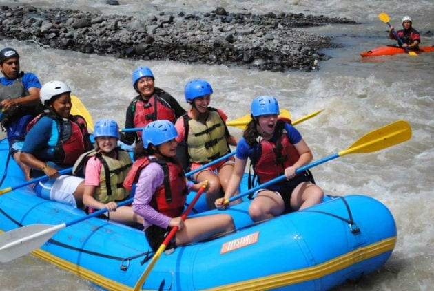 costa-rica-service-learning-trip-rafting