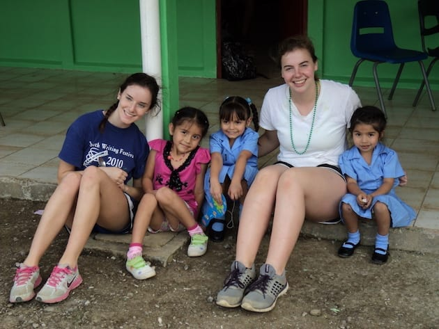 costa-rica-service-learning-trip-students-kids